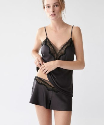 oysho-top-16-99e-et-shorty